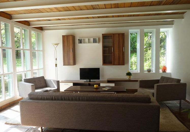 Moderne voll möblierte Wohnung mit Terrasse